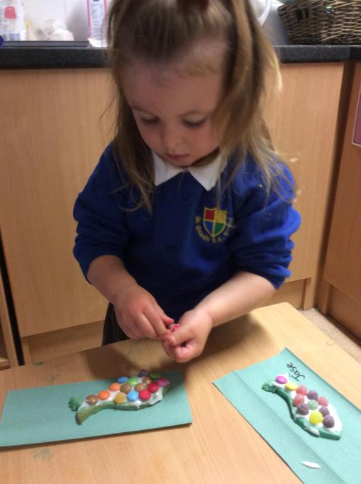 Decorating our fish biscuit,