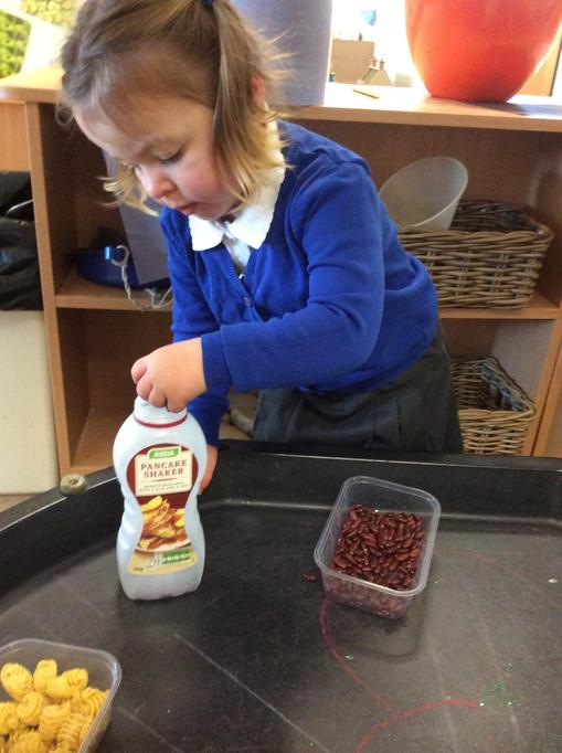 Robyn put beans in her container.