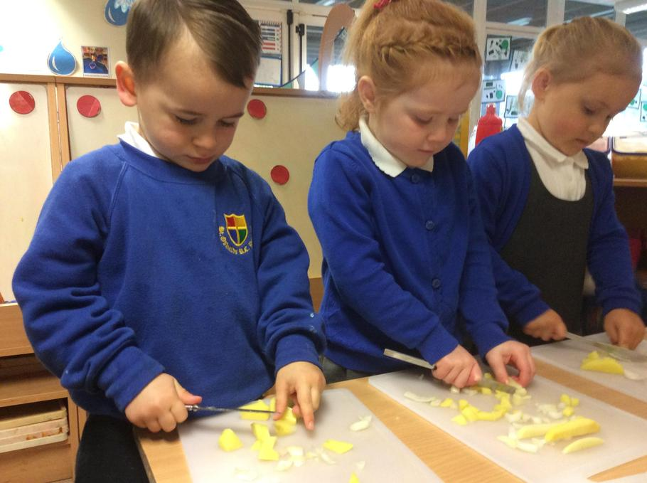 Oh no! Hugo and Emilia chopped the onions.