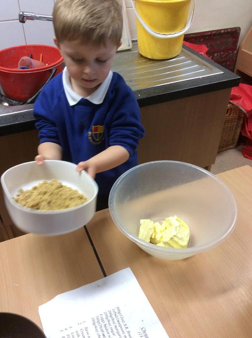 Freddie added the sugar to the butter.