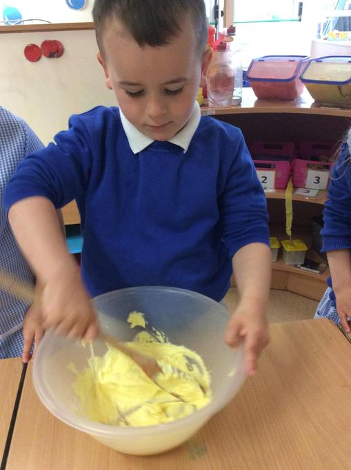 Hugo mixed the butter and sugar together.