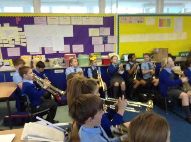 Reading music to play Jingle Bells.