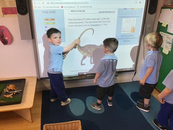 Using the internet to research dinosaurs
