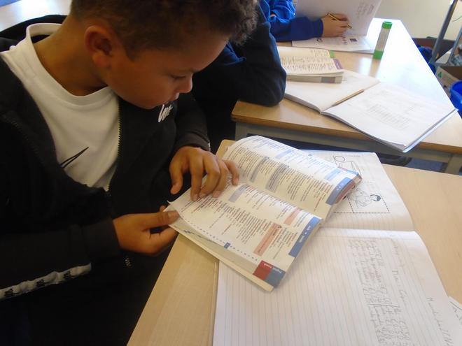 Learning how to use a bilingual dictionary