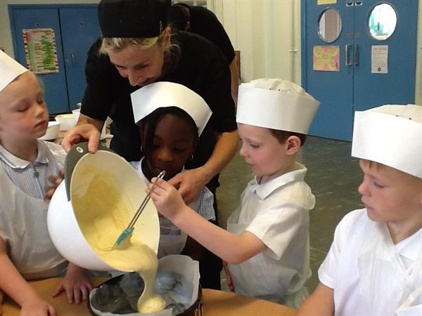 Pouring the mixture into the tin