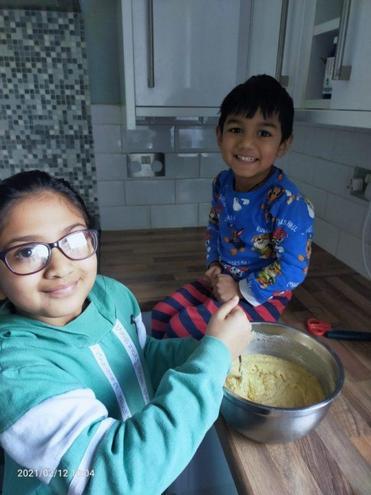 Jheel & Bhavya making Indian Handvo