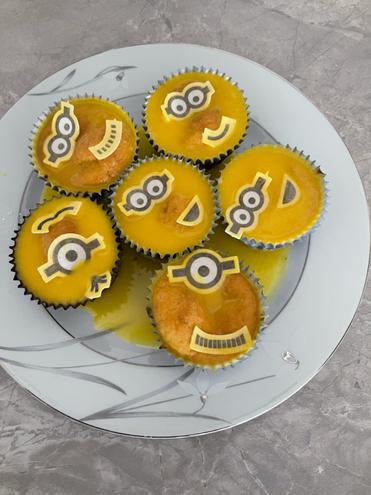 Mia's Minion cakes