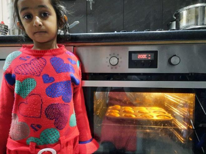 Dhyani made eggless cakes with her mum