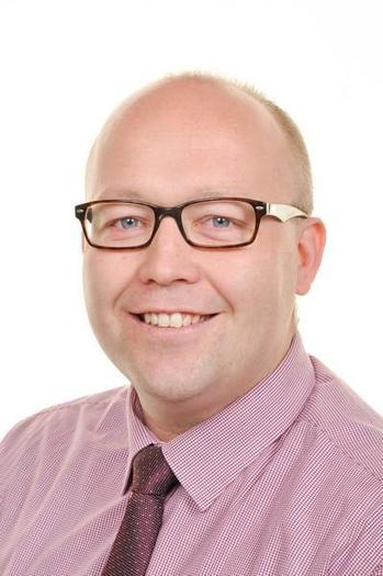 Mr C Davies Pennaeth / Headteacher