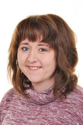 Mrs R Young Uwch cynorthwywraig dosbarth / HLTA