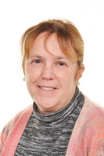 Mrs S Jones Uwch cynothwywraig dosbarth / HLTA