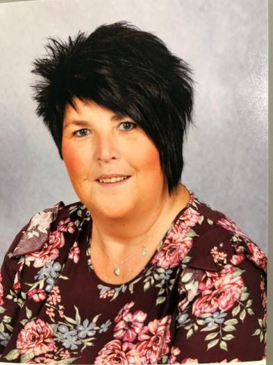 Mrs N Hughes Cyorthwy-ydd / Classroom assistant