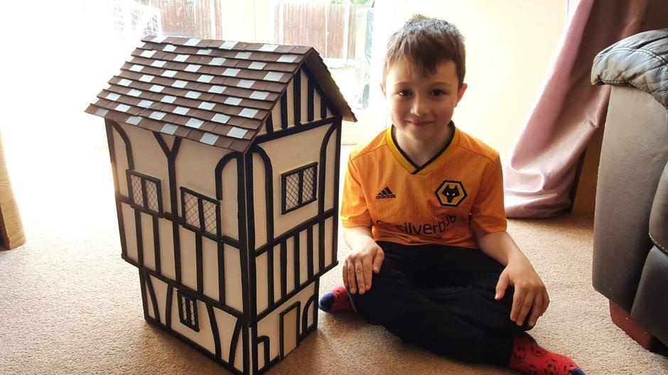 Harry has made an AMAZING Tudor House!