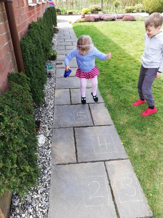 Alice and William like to play hop scotch