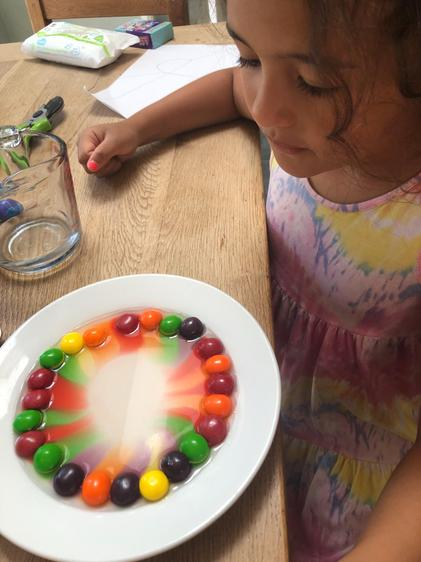 Dahlia tried the colourful skittle challenge ⭐