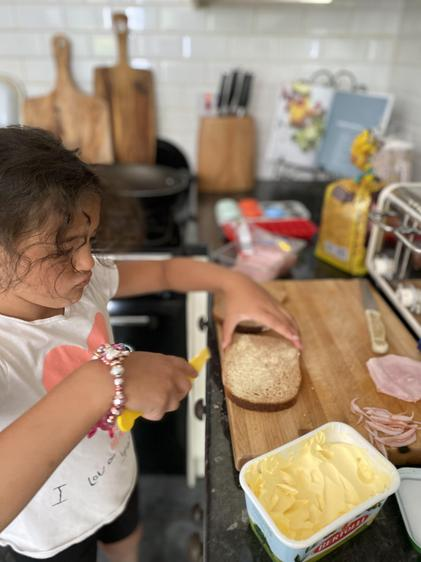 Dahlia made sandwiches. I wonder who for?⭐