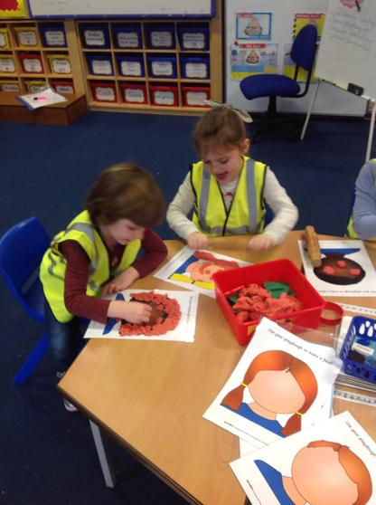 Making a face and labelling in welsh