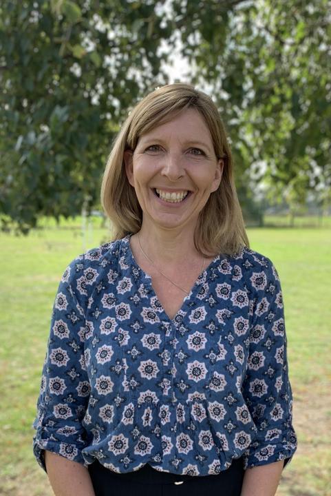 Mrs L Davies Class Teacher