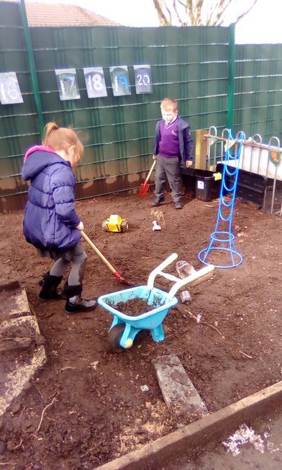 Digging teamwork!