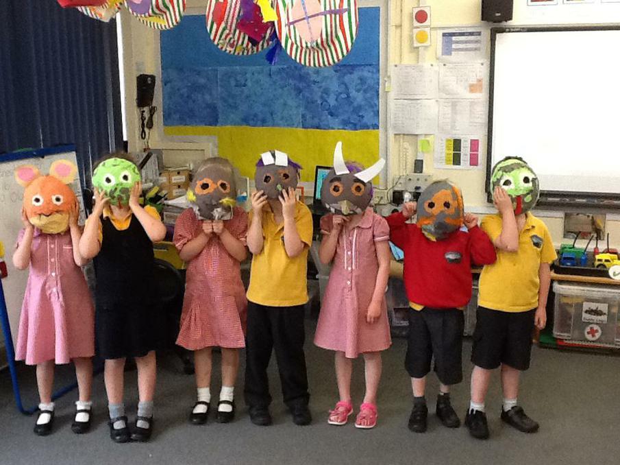 Reception modelling their very own Gruffalo masks!