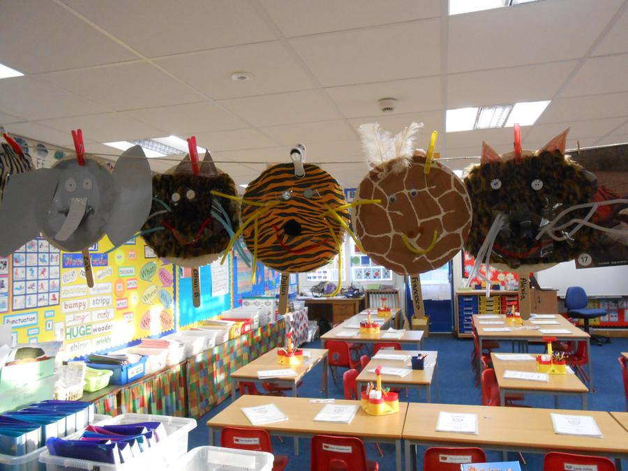 We made African animal masks.