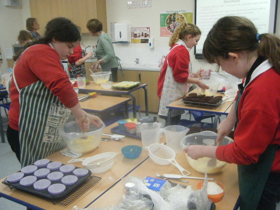 Year 6 making vanilla cupcakes