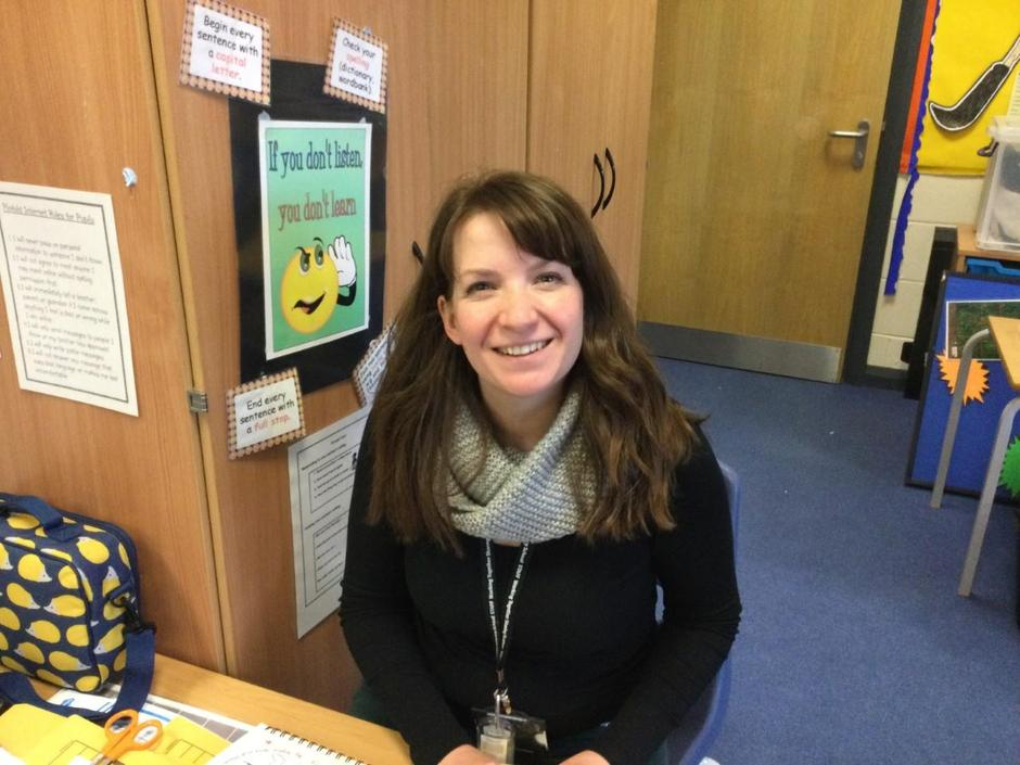 Mrs Appleyard supports the learning of Y1.