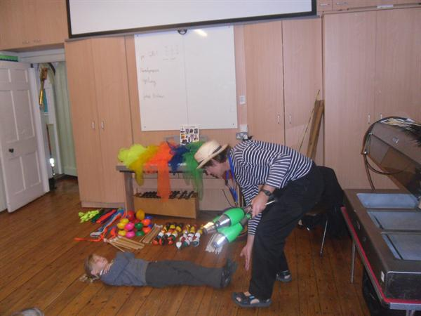 Circus Tim gave the Y2s a Circus Masterclass!