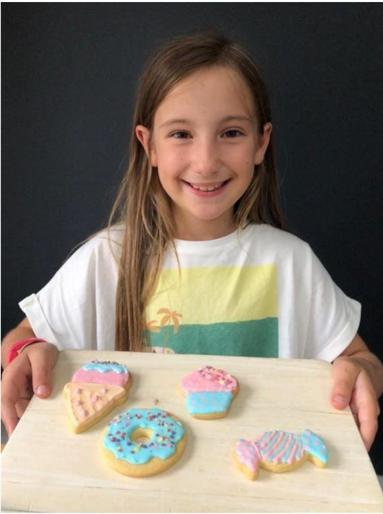 Maisy decorated biscuits for Eva's birthday!