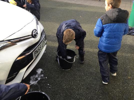 Pupils in 4L cleaned staff cars raising £40!