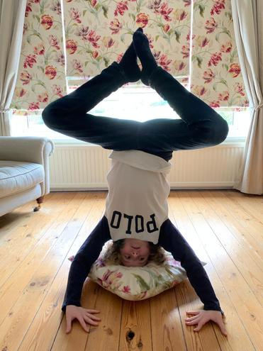 100 second headstand!