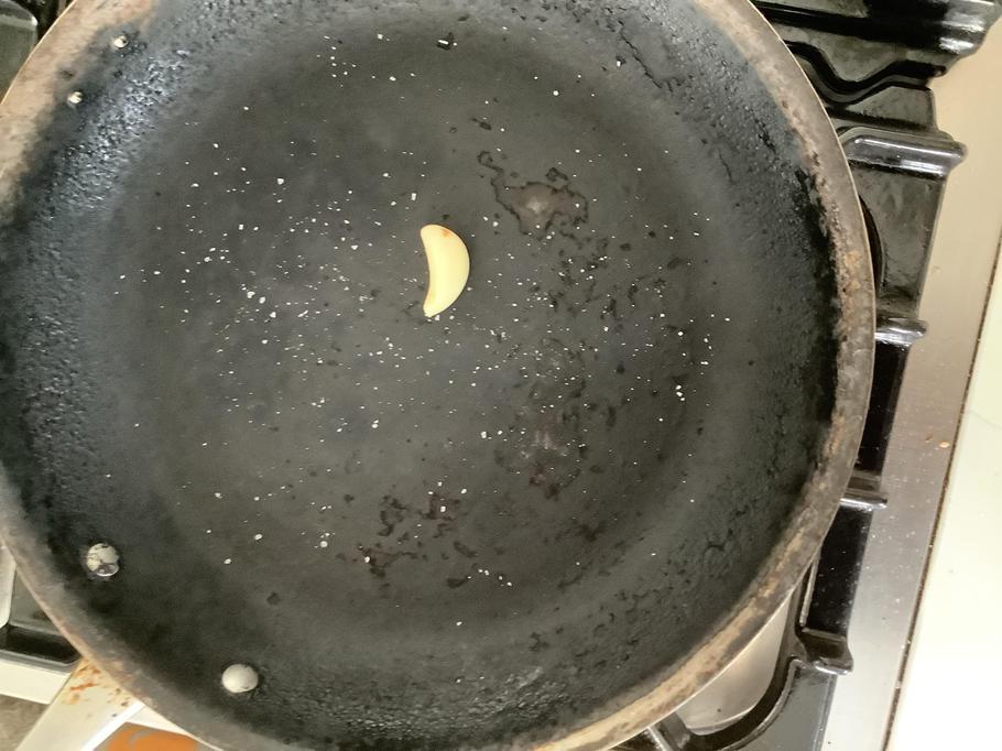Arthur's night sky using a garlic clove and a pan!