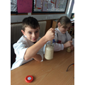 Friction - how to lift a jar of rice with a knife!