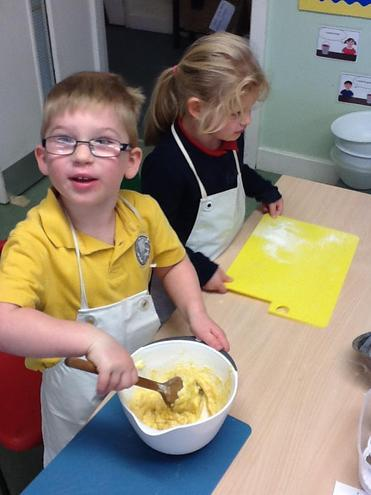baking and decorating cakes