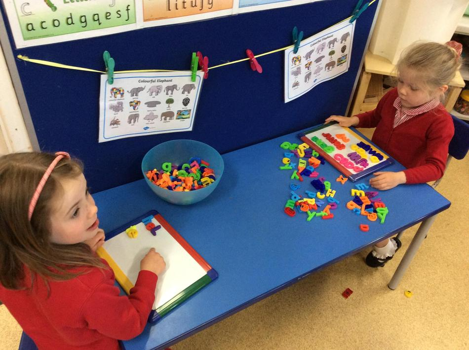 Making Elmer words to practise how to use a word bank!
