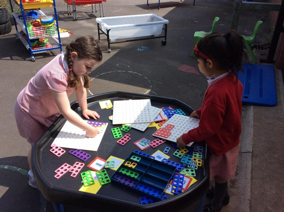 Exploring Numicon with numbers to 100.