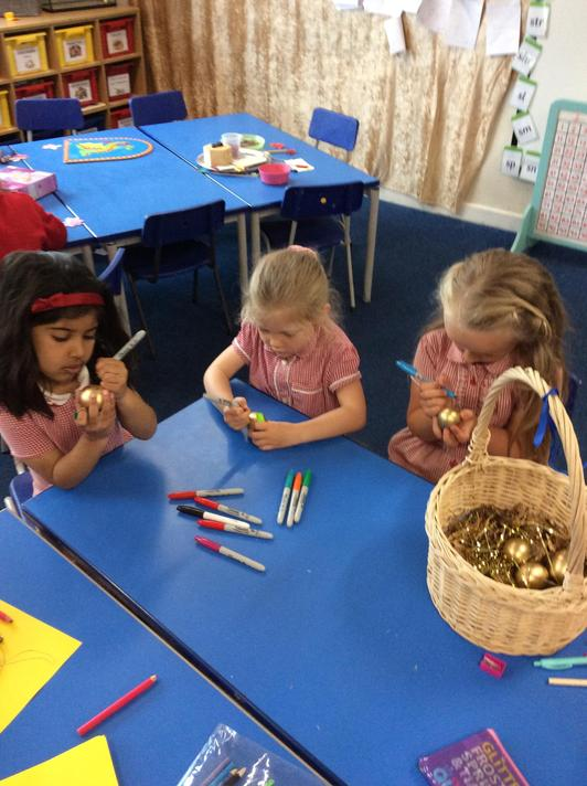 Decorating our golden eggs to make them unique!