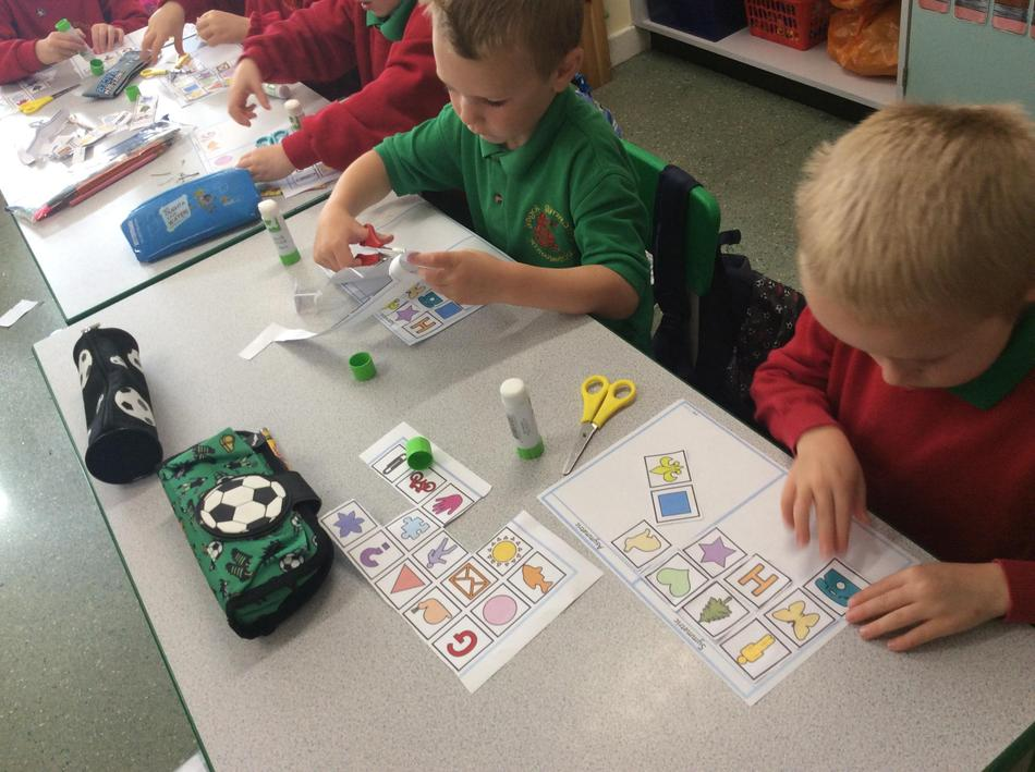 Problem solving skills - sorting symmetrical and  non symmetrical images