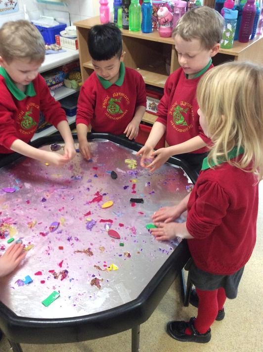 Exploring materials and colours in the water.