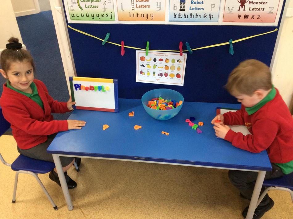 We made the names of Handa's fruits with magnetic letters.