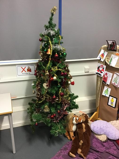 The children decorated this Christmas tree themselves! WOW!
