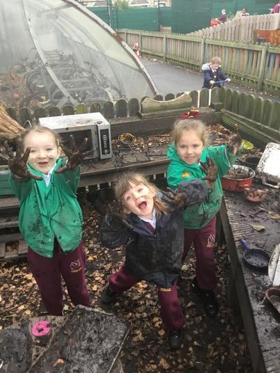 Mud Kitchen Chaos!!
