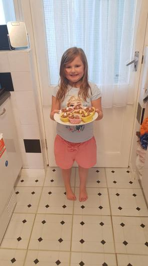 Amelia made some yummy cakes.