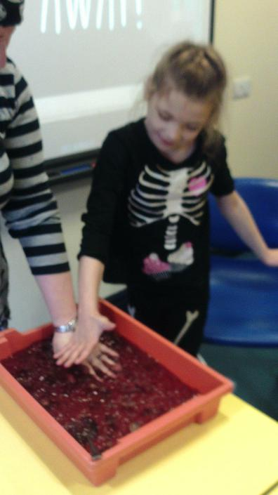 Evie finding jelly worms in jelly