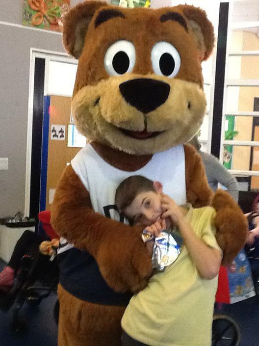 Layton met Brown Bear at the disco