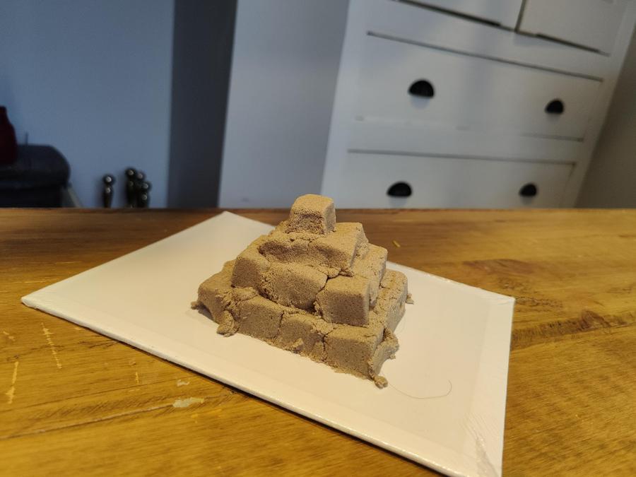 Ida has made a step pyramid using magnetic sand.