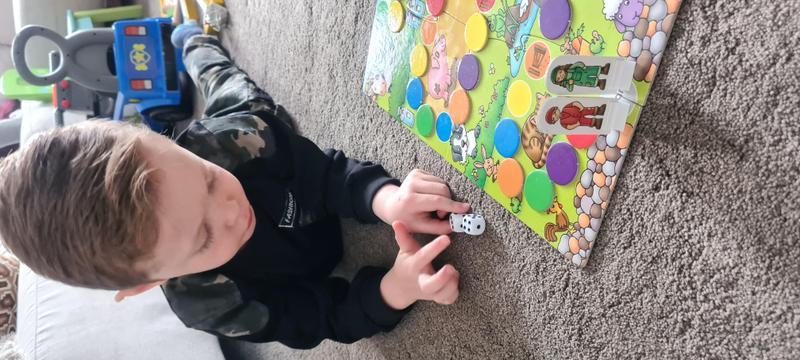 Harveys combining 2 dice for maths task
