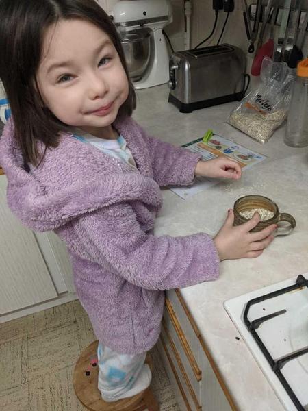 Leia making porridge for the three bears