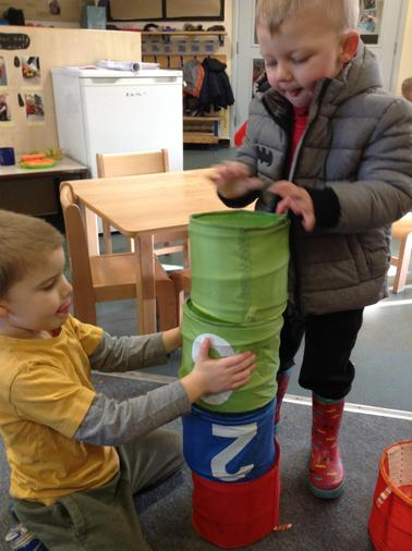 Brilliant teamwork to balance the number buckets
