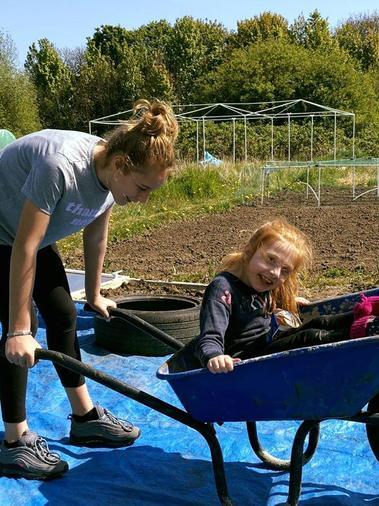 Caylee & her sister Morgan having fun in the sun!